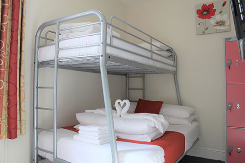 Private room with en-suite at town centre backpackers blackpool